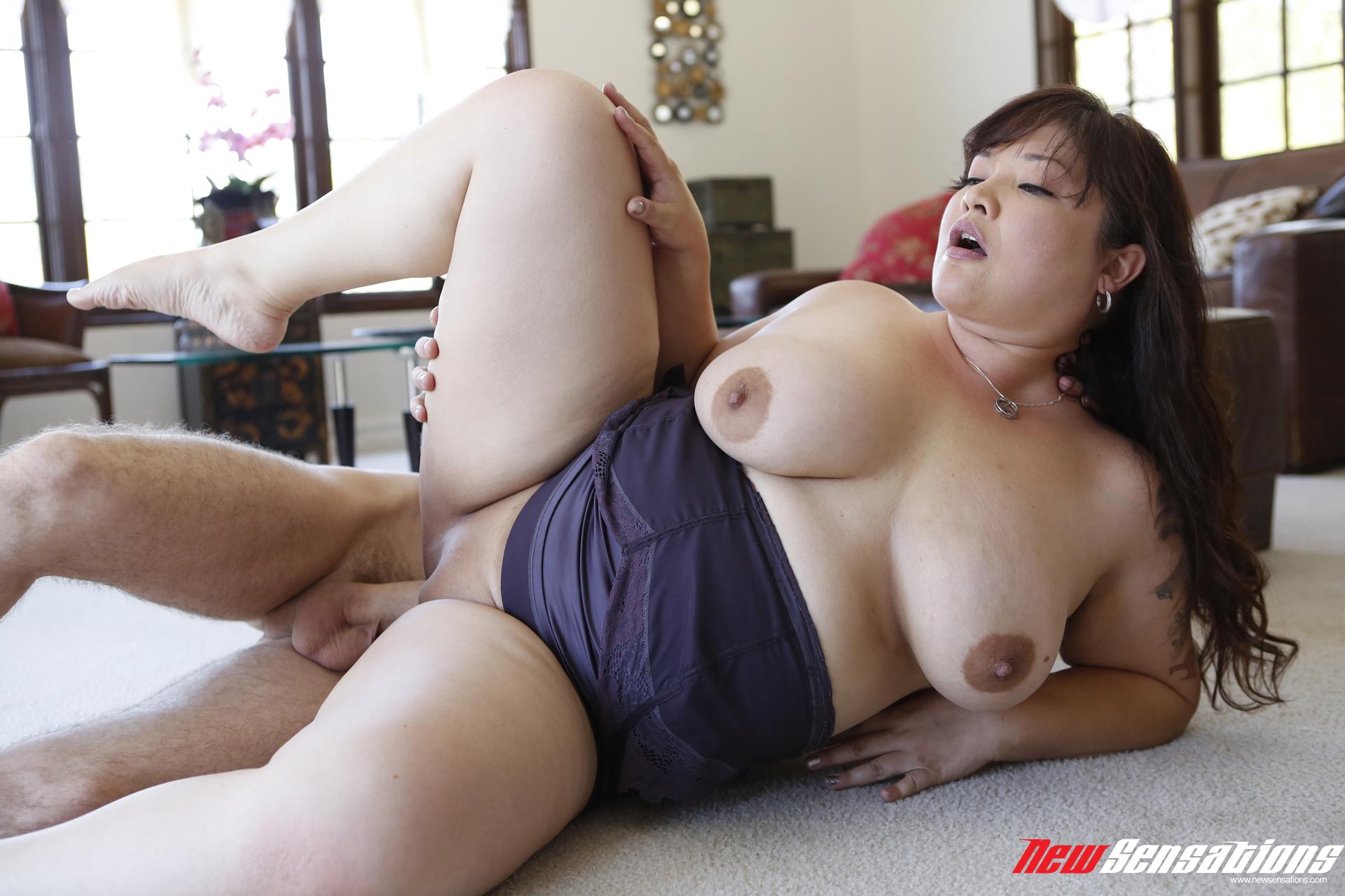 grudastie-yaponki-porno-onlayn