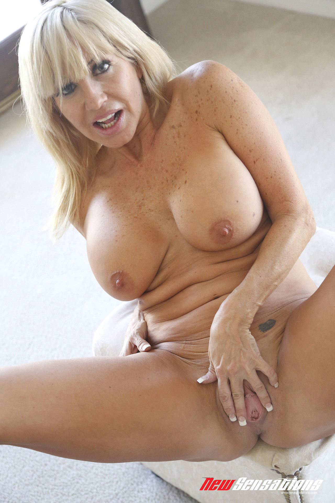 Horny milf mom from dating website fuck and blowjob 9