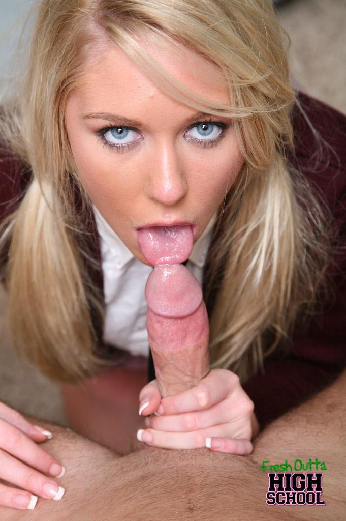 Красивую блондинку ебут в рот фото 59-166