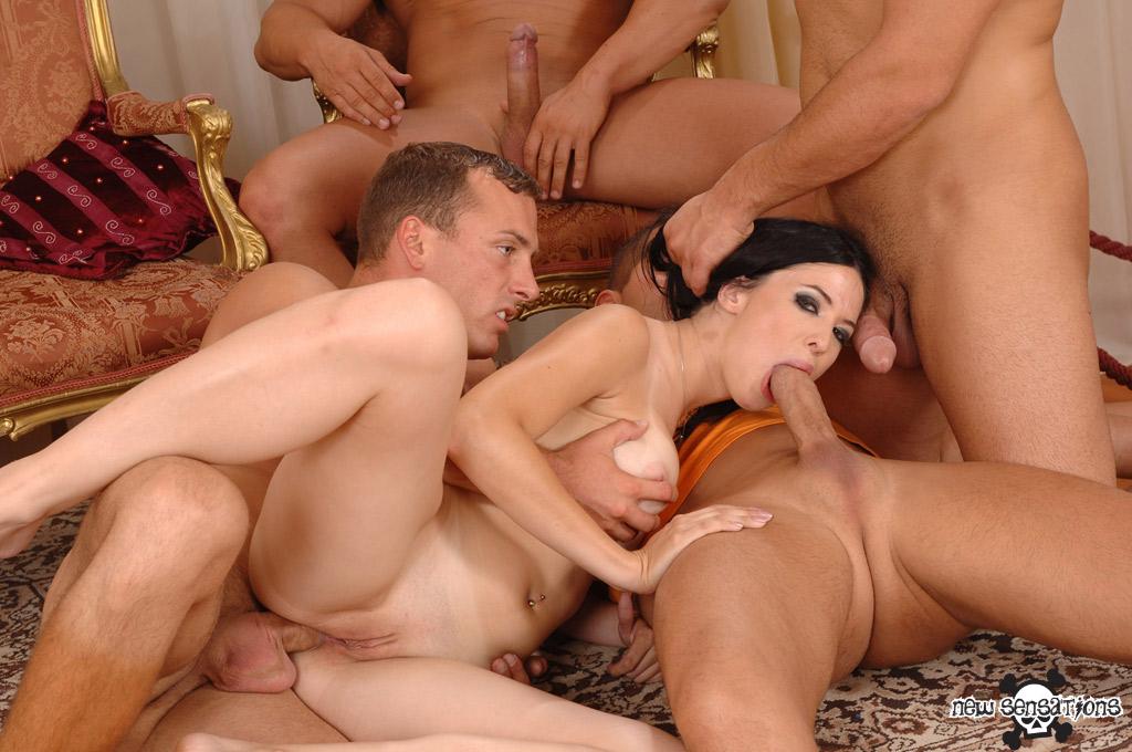 Бесплатное групповое порно фото